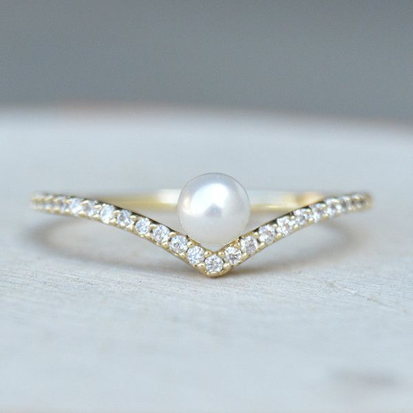 Our V Ring has been upgraded! We added a pearl to our popular V ring so that you can keep your stack interesting. This style is a must-have! If you need a second opinion, check out how it went viral o