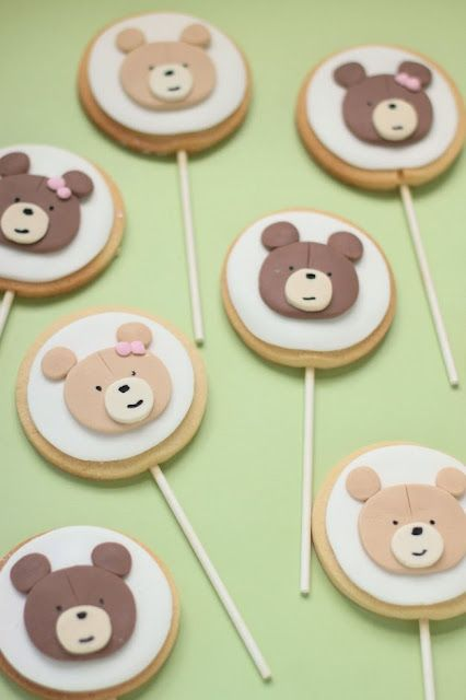 Teddy bears picnic cookies on a stick. Very cute.