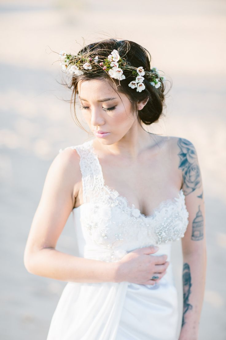 Simple yet nice flower headband! Sharing of The Louvre Bridal Singapore (www.thelouvrebridal.com)