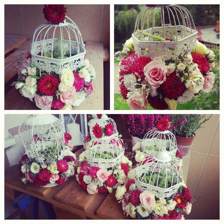 #weddingflowers #kwiatyslubne #klatki #cages #wedding #vintagestyle #vintagewedding #dekoracjeslubne #tabledecoration #weselnie #loveflowers #aranzacjekwiatowe @KWITNĄCE&PACHNĄCE #ślub #whitecages #stylowe #retro #recznierobione