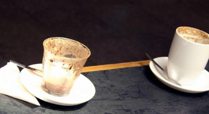 لن تشعر بالحرج بعد اليوم أو القلق من بقع القهوة على كوبك ولو بعد أيام من استخدامه، ففي الواقع، ليس هناك سبب لغسل كوب القهوة الخاص بك يوميًا، إلا إذا كنت تتقاسم استخدام الكوب مع الآخرين.  وفقا لخبير في الامراض المعدية، جيفري ستارك، إعادة استخدام...