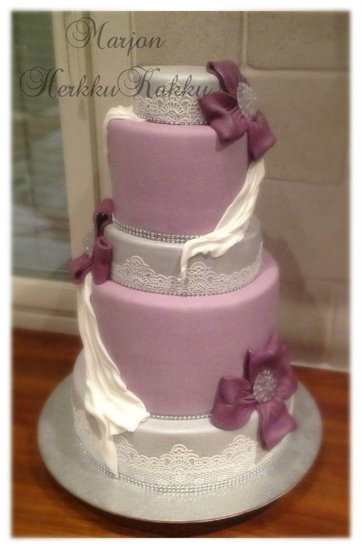 Purple weddin cake