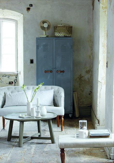 ando apaixonadaaaa por esses armários!! procurando inspirações pra pintar o meu que tá só na espera :))