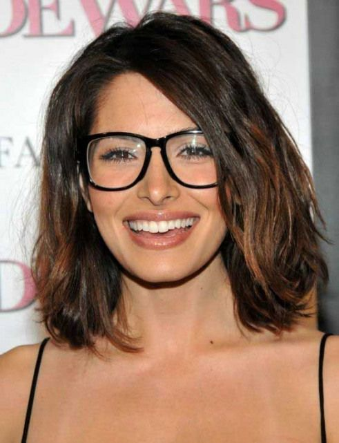 25 Amazing Hairstyles With Glasses That You Can Tr…