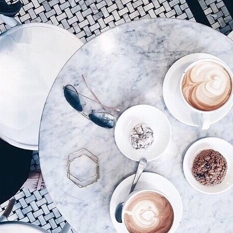 Love is in the air...and it smells like coffee ☕️🍂#coffeetime #coffelover #nyfw #lfw