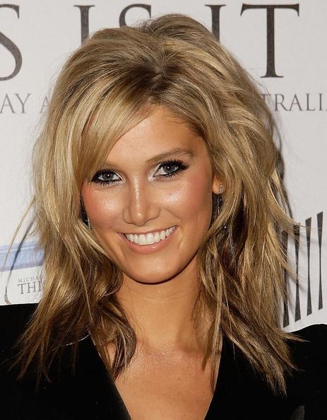Delta Goodrem Medium Layered Cut - #hair #layered #dégradé #cheveux #coiffure