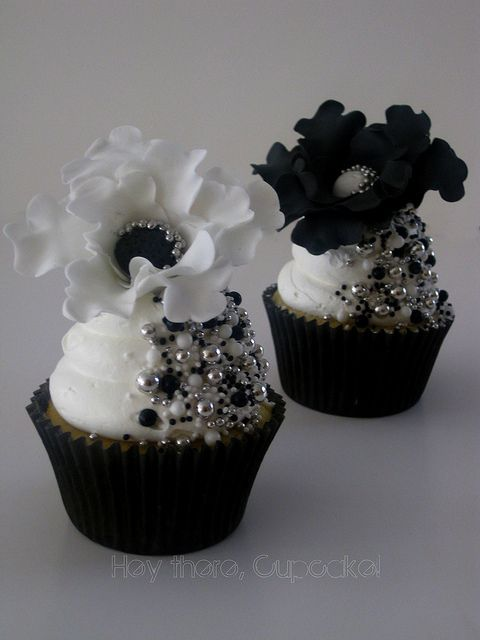 Bridal Black - black and white cupcakes - almost too pretty to eat!