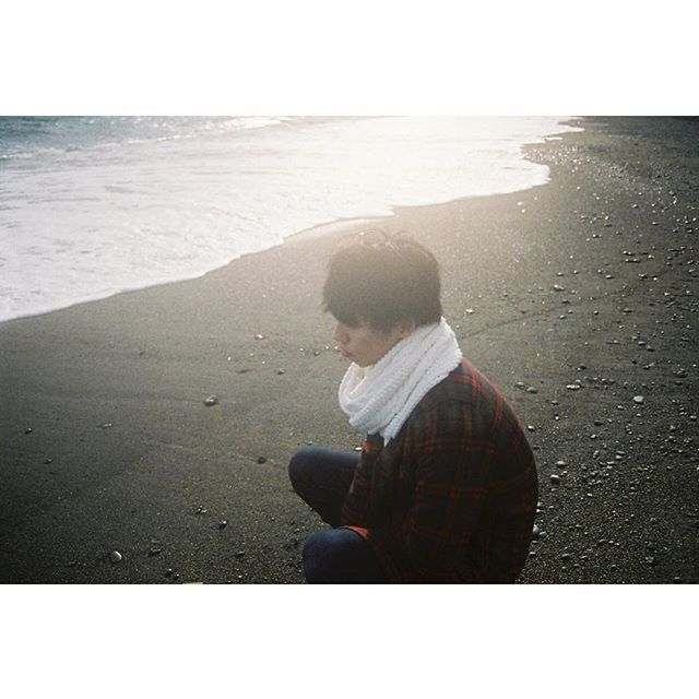 【_megumi_maruyama】さんのInstagramをピンしています。 《. . . . 寒いよーって だだこねていじける君は 海を見つめてた。 そんな君は二十歳。 . . 二十歳の君はトクベツだ。 #20歳 . . #高儀拓司 . #megumimaruyama . . . #igersjp#ig_japan#instagram_japan#instagram_photo#nofilter#filmphoto#film#shooting#Instagram#35mm#35mmfilm#nikon#indies_gram#hueart_life#cools_japan#icu_japan#海#空#ふぃるむ寫眞#ポートレート部#作品撮り#フィルムに恋してる#フィルム写真#写真撮ってる人と繋がりたい#東京カメラ部#フィルム写真普及委員会#フィルムカメラに恋してる》