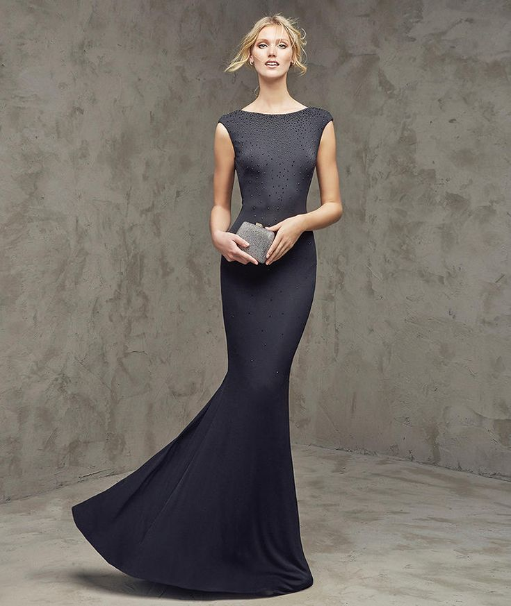 Faina, Vestido de festa preto, decote em barco