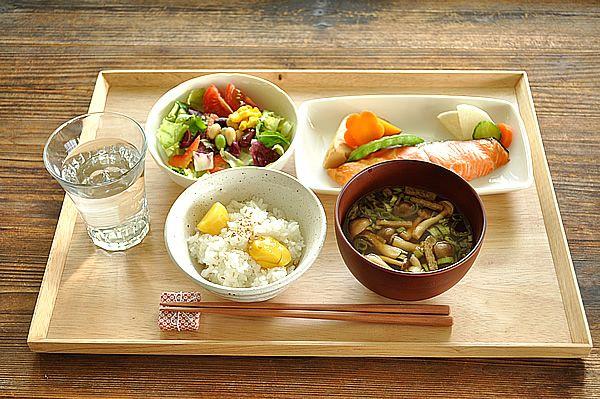 【楽天市場】木製品 ウッドトレイL【食器/通販/訳あり/アウトレット込み/木製/トレイ/cafe】:白い食器のお店M'home style