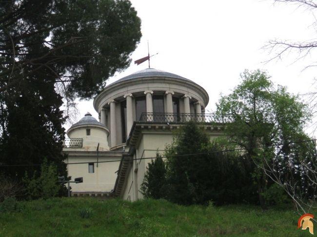 Observatorio Astronómico de Madrid fue patrocinado por Carlos III. El arquitecto Juan de Villanueva diseñó un primer proyecto en 1785, no fue realizado hasta 1790 Observatorio Astronómico de Madrid