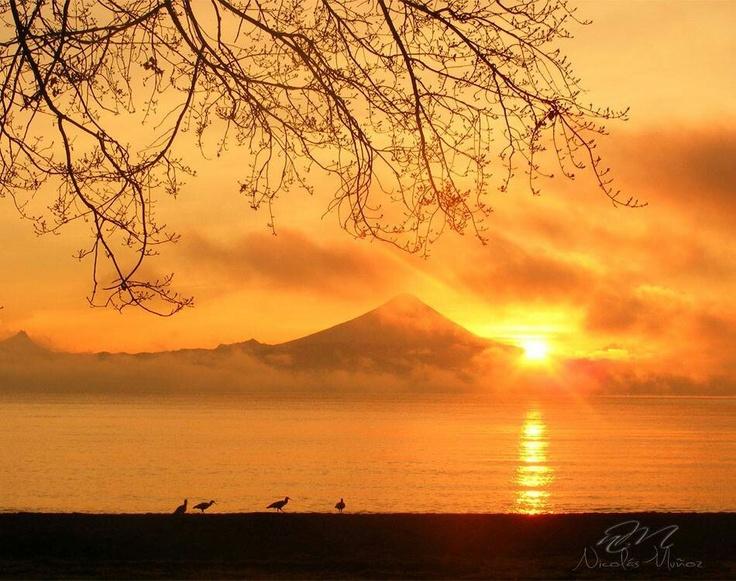 Frutillar con volcán Osorno al fondo