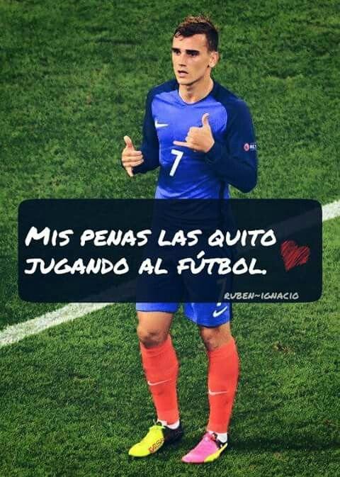 Mis Penas Las Quito Jugando Al Fútbol