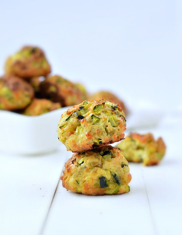 You will love those zucchini balls loaded with mint, garlic and crunchy zucchini. Those moist and crispy zucchini balls are a quick and easy gluten free appetizers.