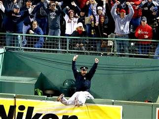 Boston cop celebrates Red Sox home run in viral photo - TODAY.com