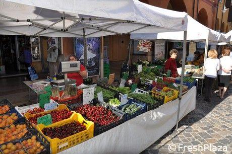 Dove sono finiti i piccoli e grandi #mercati di città, con le belle bancarelle di #frutta e #verdura? #sanomangiareit