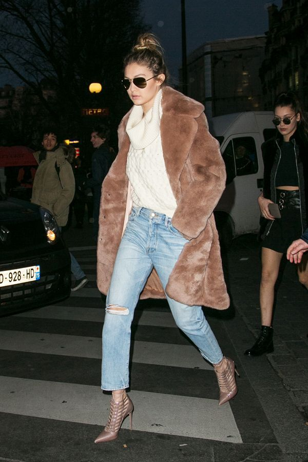 Introducing: the carpet coat, for temperatures too chilly for any old blanket. #refinery29 http://www.refinery29.com/2016/01/102185/gigi-hadid-style-pictures#slide-2