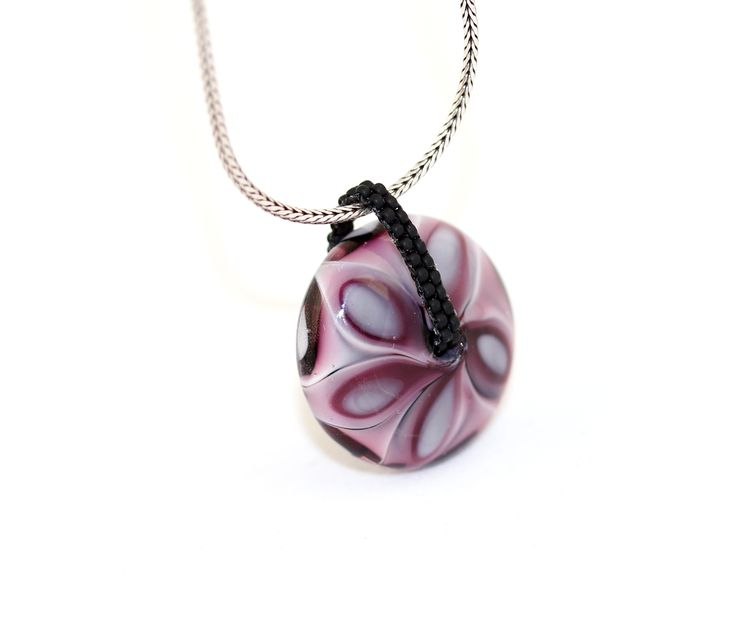 A simple pendant with my glass bead.