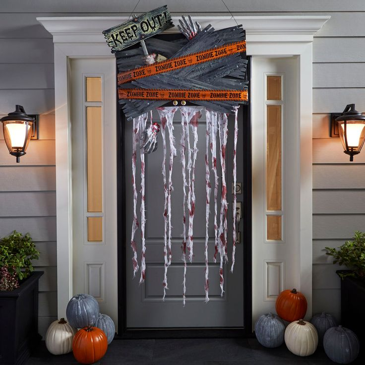1000 images about halloween on pinterest michael store for Decoration porte halloween