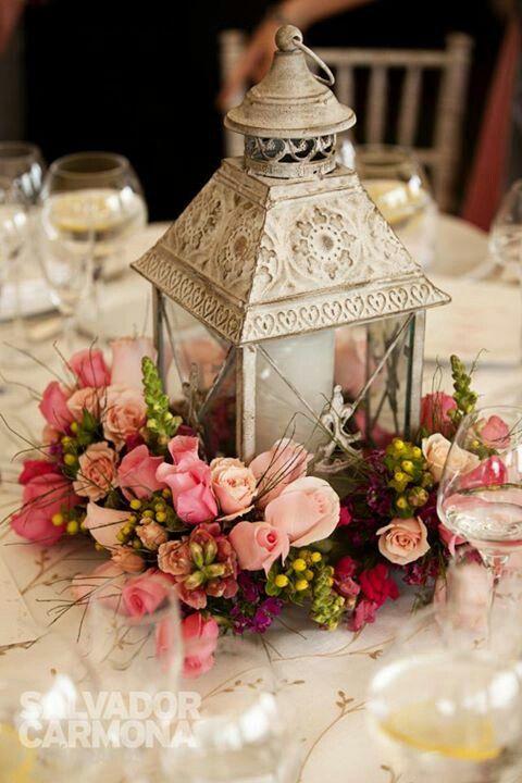 Centerpiece with lantern #Wedding #Centerpiece