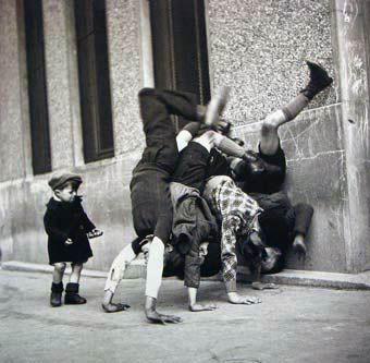Robert Doisneau - Paris -  1936    http://photomuserh.wordpress.com