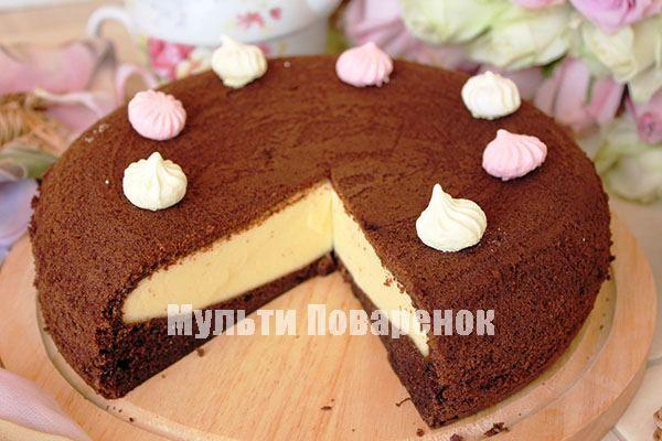 Готовую шоколадную ватрушку украшаем на свой вкус