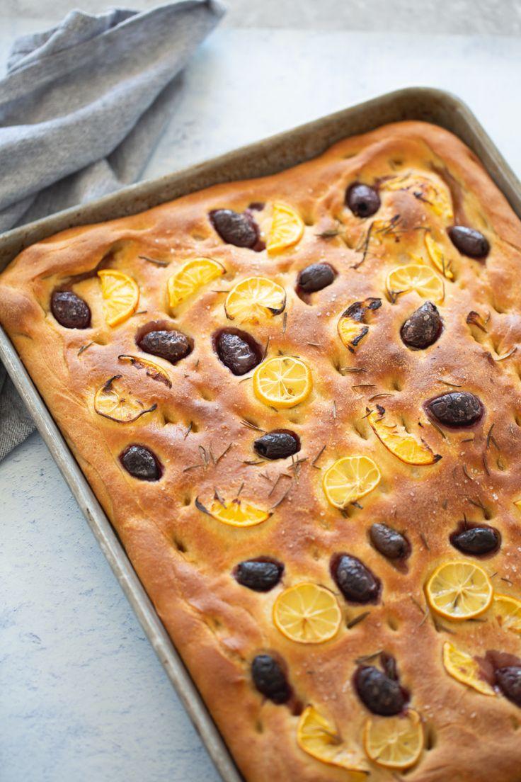 Lemon and olive focaccia recipe Elegant Cupcakes, Fun Cupcakes, Vegetable Roasting Times, Delicious Vegan Recipes, Yummy Food, Light Cheesecake, Vegan Ricotta, Focaccia Recipe, Vegan Bread