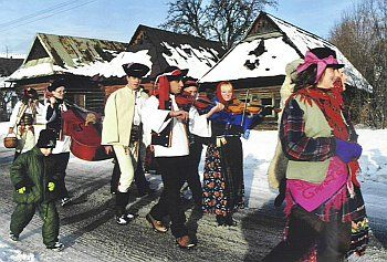 March trough the village, with music and masks during Fasiangy feast
