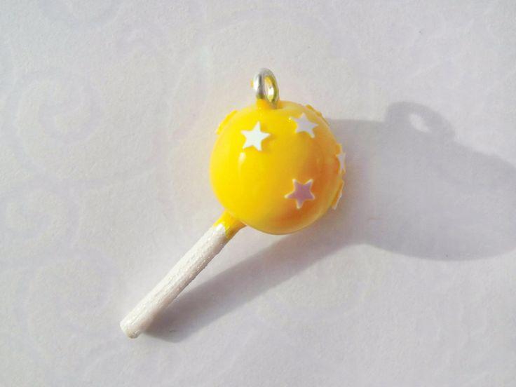 Cake Pop Anhänger - gelb mit Sternchen von by Jewelz auf DaWanda.com: http://de.dawanda.com/product/55461019-Cake-Pop-Anhaenger---gelb-mit-Sternchen