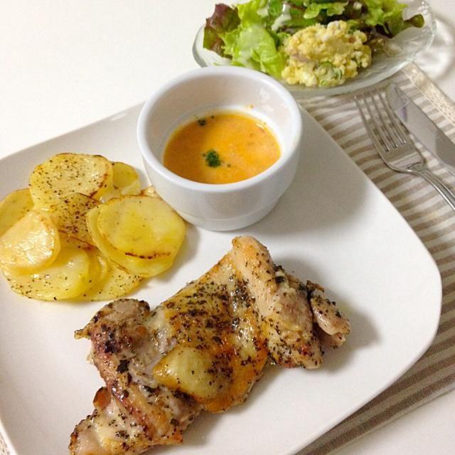 チキン、前日から仕込んでます - 35件のもぐもぐ - ハーブチキン・ポテトのチーズ焼き・サラダ・スープ by accachan096Y1