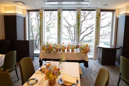 3月、乃木坂のレストランFEU様の装花です。 花嫁様からたくさんの写真が届きました。 しかし、なんと仕事の遅い自分は まだ装花の写真...
