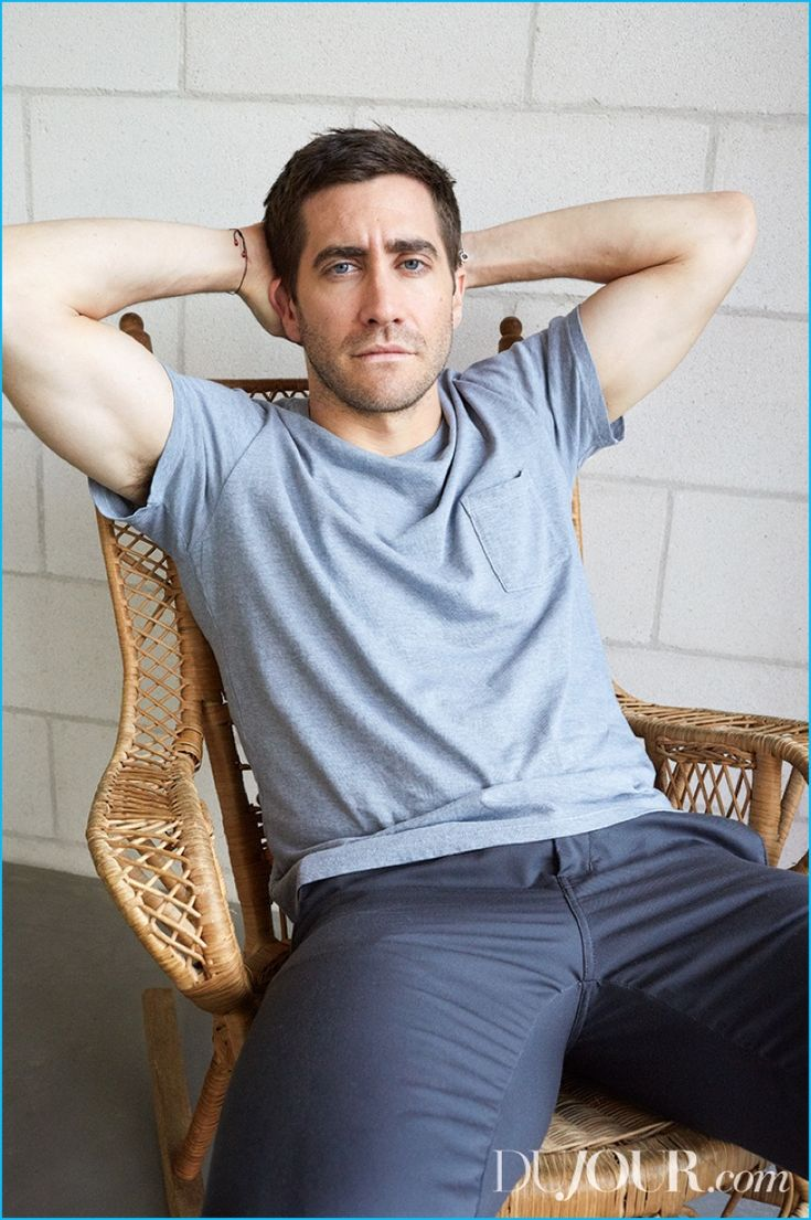 Jake Gyllenhaal rocks a Polo Ralph Lauren pocket tee with Carhartt WIP pants.
