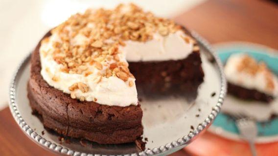 Gâteau de rêve au chocolat et aux arachides rôties au miel