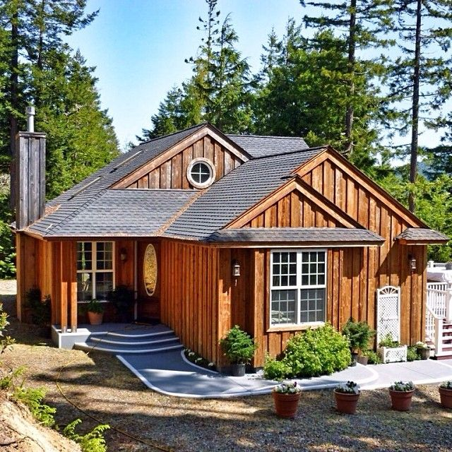 """Here's """"the little cabin that could"""" with breathtaking mountain views."""