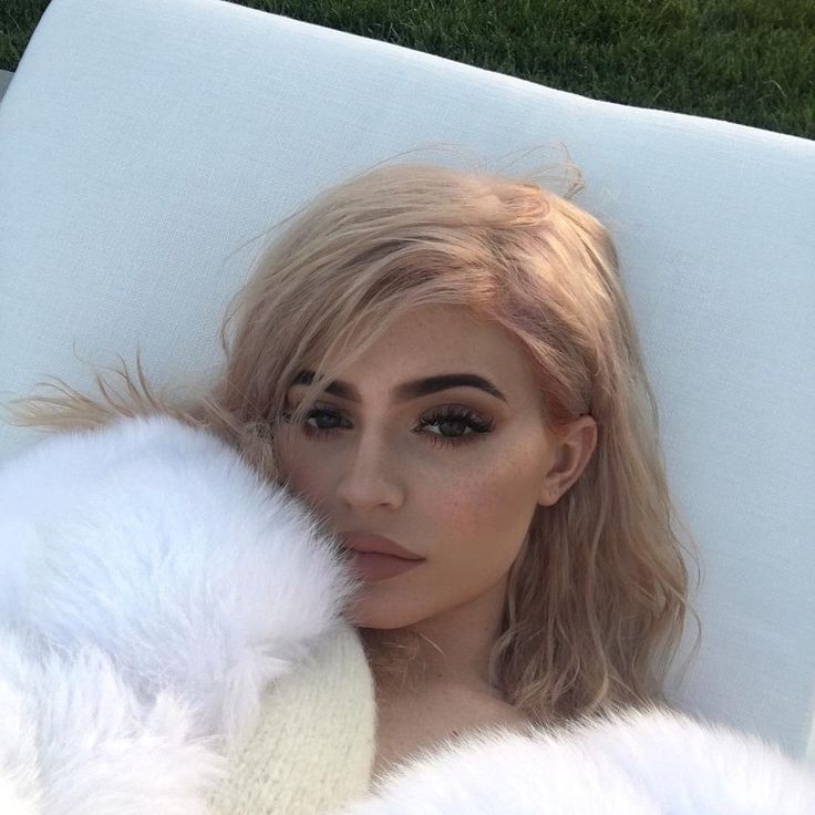 It's not quite pink, and not quite blonde, but it's 100% A LOOK. | Kylie Jenner's Rose Gold Hair Is Such A Pinterest Dream