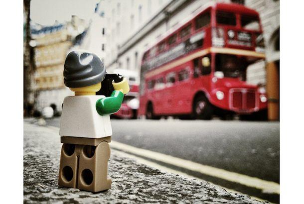 日常はこんなにも楽しくて美しいって、レゴのミニフィグカメラマンに教えてもらったんだ   roomie(ルーミー)