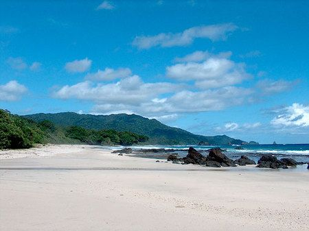 Pantai Ujung Genteng di Sukabumi kabarnya adalah pantai paling indah di pulau Jawa! (c) bandung.panduanwisata.com