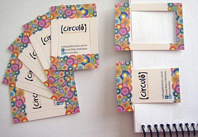 Cartão de visita que pode ser um marcador de páginas. Desenvolvido pela Circulô para a Circulô! Papel triplex, verniz total frente e faca especial.