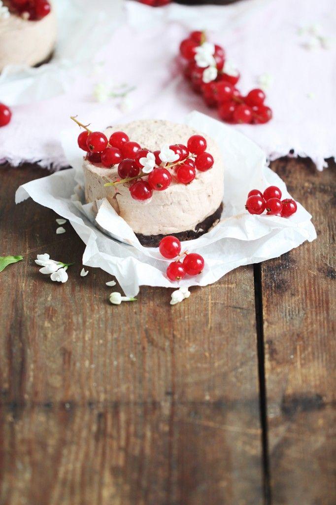 Lieblingsrezept f�r verdammt einfachen, aber �berm��ig k�stlichen Schoko-Cheesecake. Mit Knusperboden und Johannisbeere- YES!
