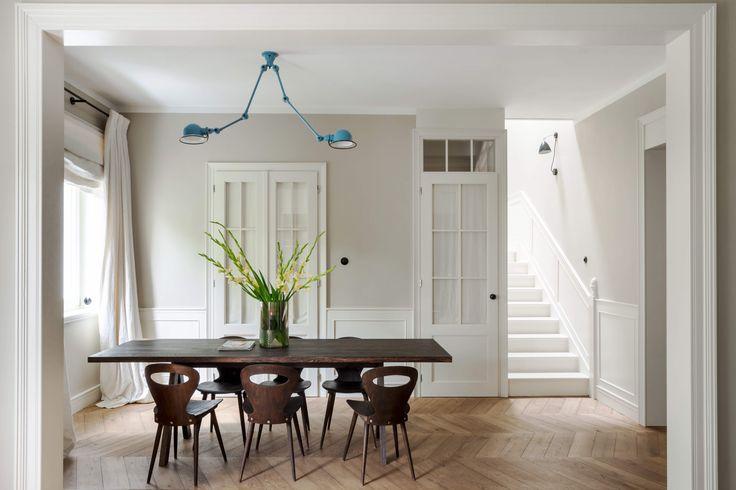 jielde lamp, dining table