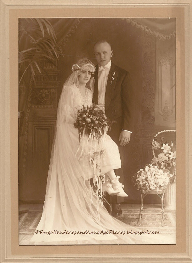 Forgotten Faces and Long Ago Places: Wedding Wednesday - 1920's Chicago Wedding Photo - Stunning Bride