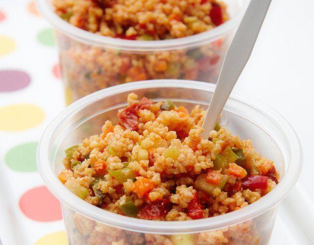 KASZA JAGLANA - 4 PRZEPISY: Sałatka z kaszą jaglaną / Gulasz warzywny z kaszą jaglaną / Kasza jaglana zapiekana z twarożkiem z Jędrzejowa i jabłkami łąckimi / Kasza jaglana z suszonymi pomidorami