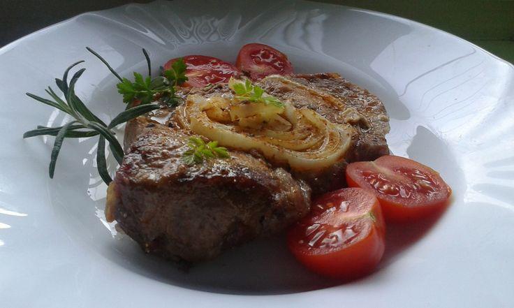 krkovička na cibuli (uležet-pikantní hořčice,česnek)