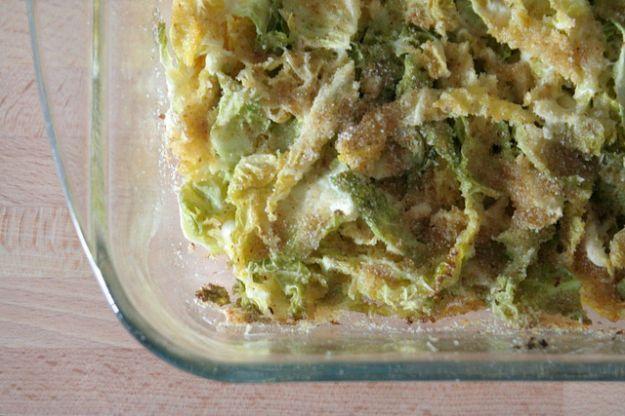 Cavolo verza gratinato | Cercate un modo per far mangiare la verdura ai vostri bambini? La ricetta del cavolo verza gratinato è l'ideale: gusto e nutrimento