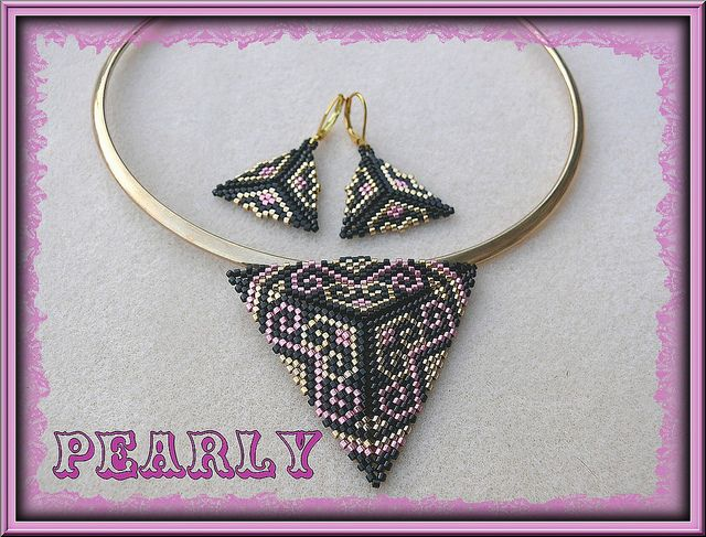 parure triangle noir-rose-doré by pearly beads, via Flickr