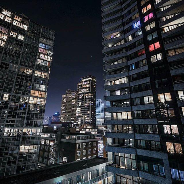 The City! ▫ #Rottergram by @jeroenvandam ▫ Plaats zelf jouw foto op onze facebookpagina: www.facebook.com/Rottergram 😉 . . . #rotterdam #rottergram010 #citylights #onzehaven #gersmagazine #igersrotterdam #ig_rotterdam #igrotterdam #gemeenterotterdam #rtvrijnmond #portofrotterdam #urbanphotography #Roffa #010bynight #architect #rotturban #architecturewatch #skylinerotterdam #lights #rotterdamcity #architecture