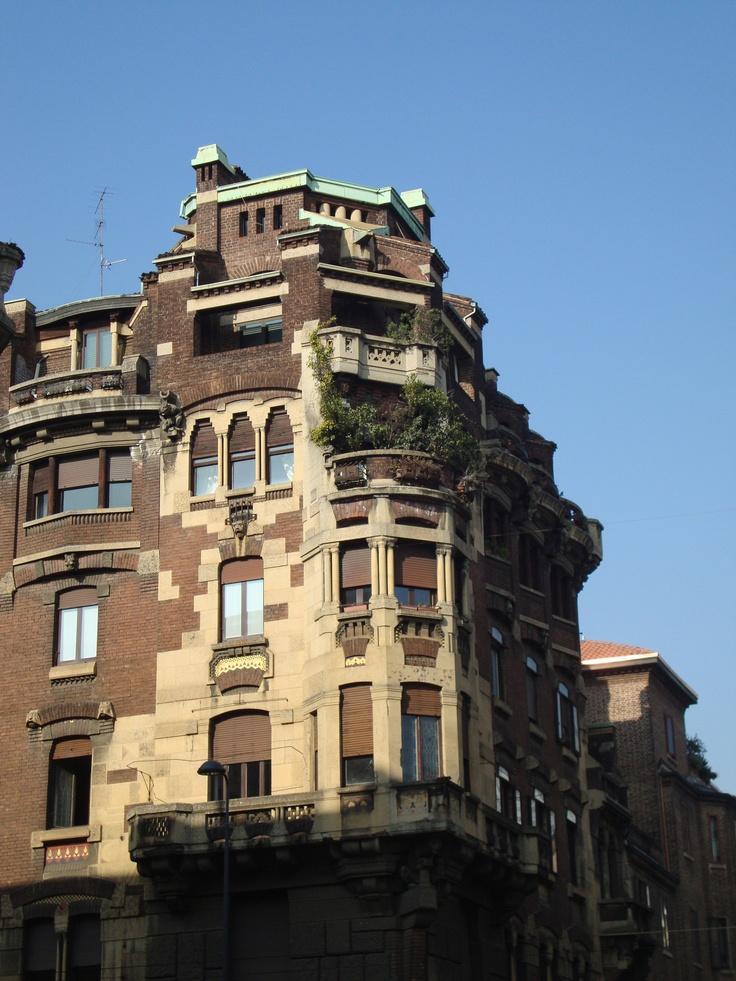 Casa Felisari, via Settembrini 11 ang. via Boscovich, Milano