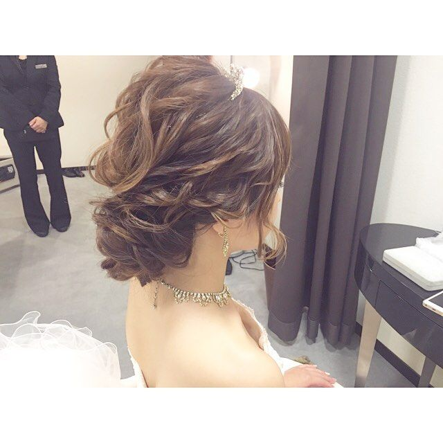 . wedding . . . #wedding#weddingdress #bridal#hairstyle #ウェディング#ウェディングドレス #花嫁#プレ花嫁#花嫁ヘア #結婚式準備#ヘアメイク #ヘアメイクリハーサル#ティアラ #ヘアスタイル#ヘアセット #ヘアアレンジ#髪型 #ウェーブ#ゆるウェーブ #シニヨン#アップスタイル #美容師
