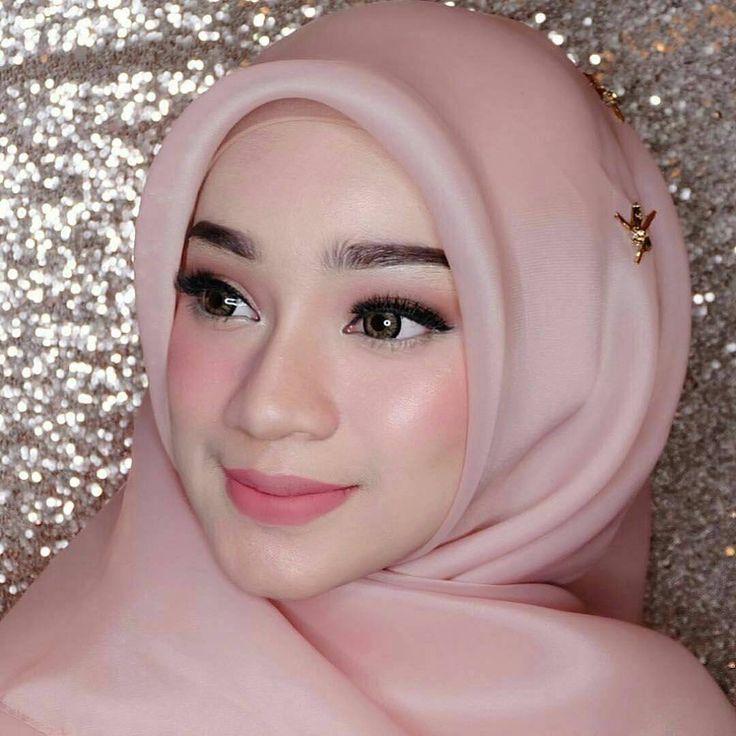 """5,083 Likes, 32 Comments - Kebaya • Hijab • Pernikahan (@kebayapernikahan) on Instagram: """"Inspirasi pengantin hijab dari @mir.909  Siapa yang suka? """""""