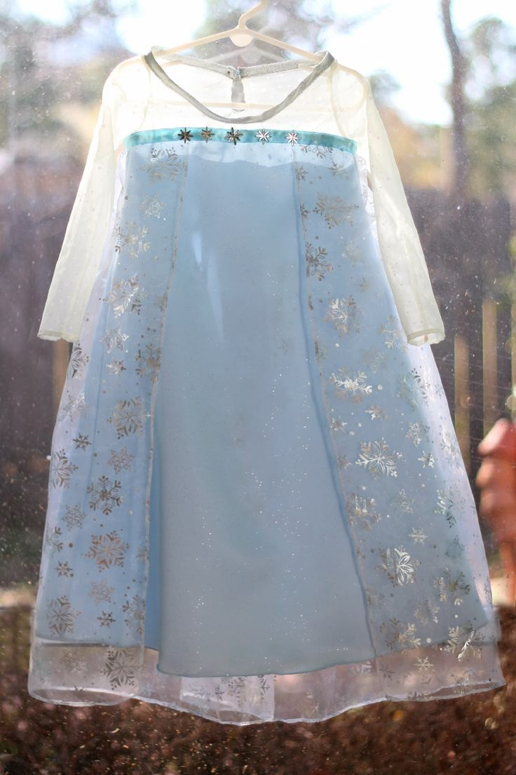 Disney Frozen's Elsa Dress...adding this to my to-do list, Avery has been begging for one since we saw the movie!